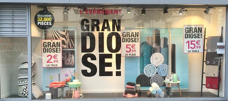 Impression et pose auto colants vitrine de magasins